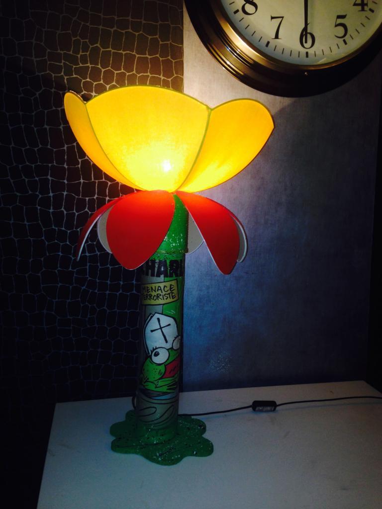 "Lampe de chevet thème ""charlie hebdo"""