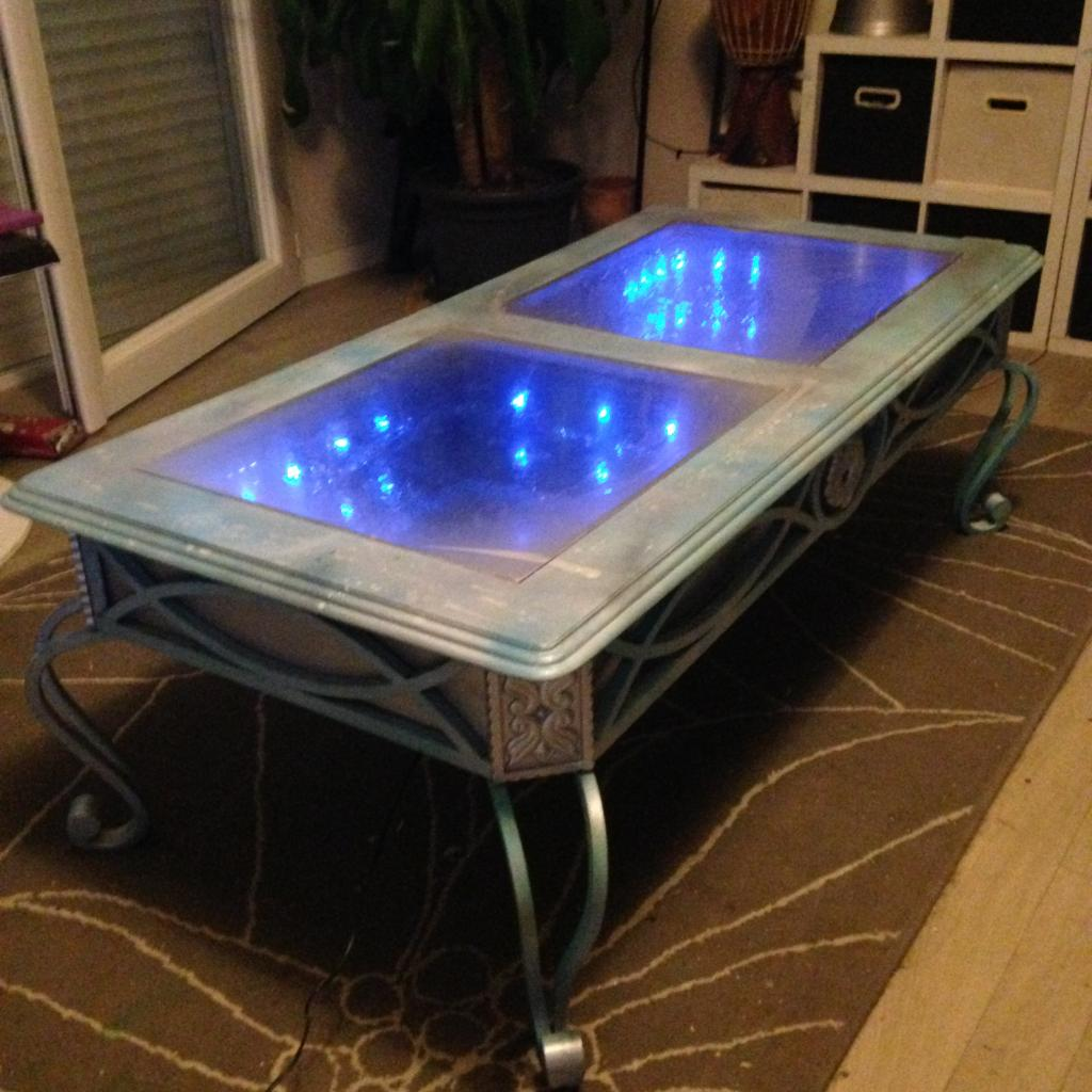 Table LED trompe-l'oeil