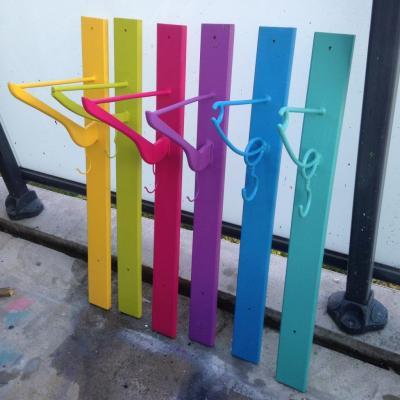 Porte-manteau cintre multicolore