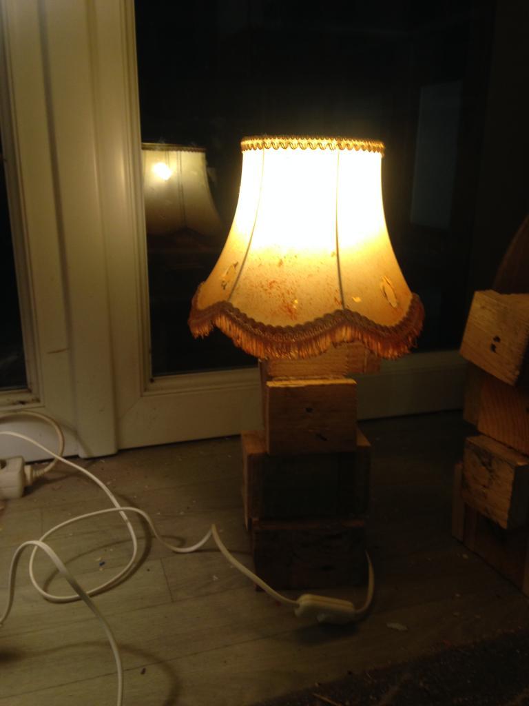 Lampe bois de palette