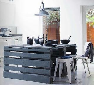 Facile-à-construire-table-avec-des-palettes-en-bois