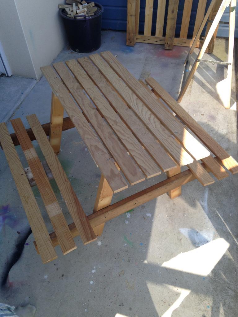 Table de jardin pour enfant en palette