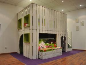 une-cabane-en-bois-de-palettes-7469339